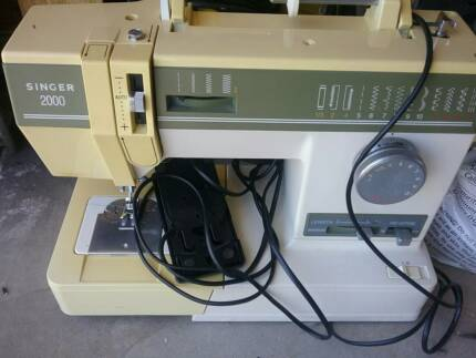 Singer 2000 Sewing Machine
