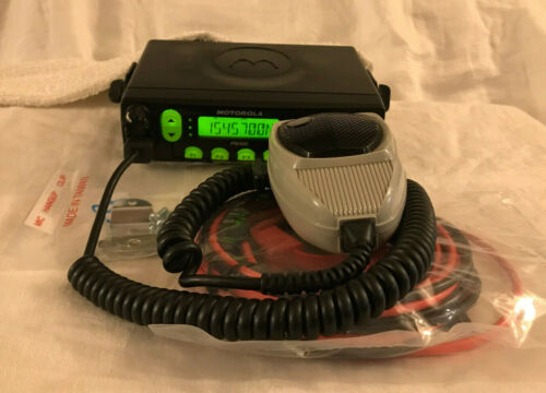 MOTOROLA PM400 VHF 45W 64 CH. MOBILE RADIO WITH ACCESSORIES AND HMN1035 MIC