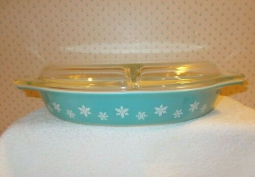 Vintage Pyrex Turquoise White Snowflake Divided Oval 1.5 qt Casserole Dish & Lid