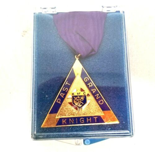 KNIGHTS OF COLUMBUS Past Grand Knight Medal New Old Stock Triangle Pyramid