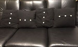 Set of 4 square shaped throw pillows