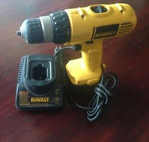 DEWALT CORDLESS 12V, 3/8'' DRILL, C/W CHARGER AND BATTERY