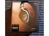 Sony Headphones MDR-1R over ear, MINT CONDITION, Smoke Free, Pet Free Home