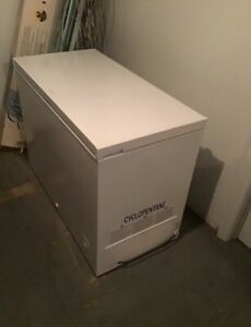 Fridgidaire mid size Freezer / ice box  9.05 cubic ft
