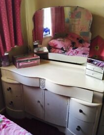 Shabby chic dressing table with mirror