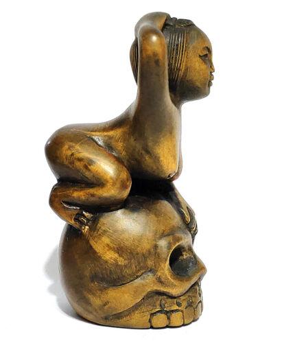 "Y6507 --- 2"" Hand carved Boxwood Netsuke - Geisha and Skull"