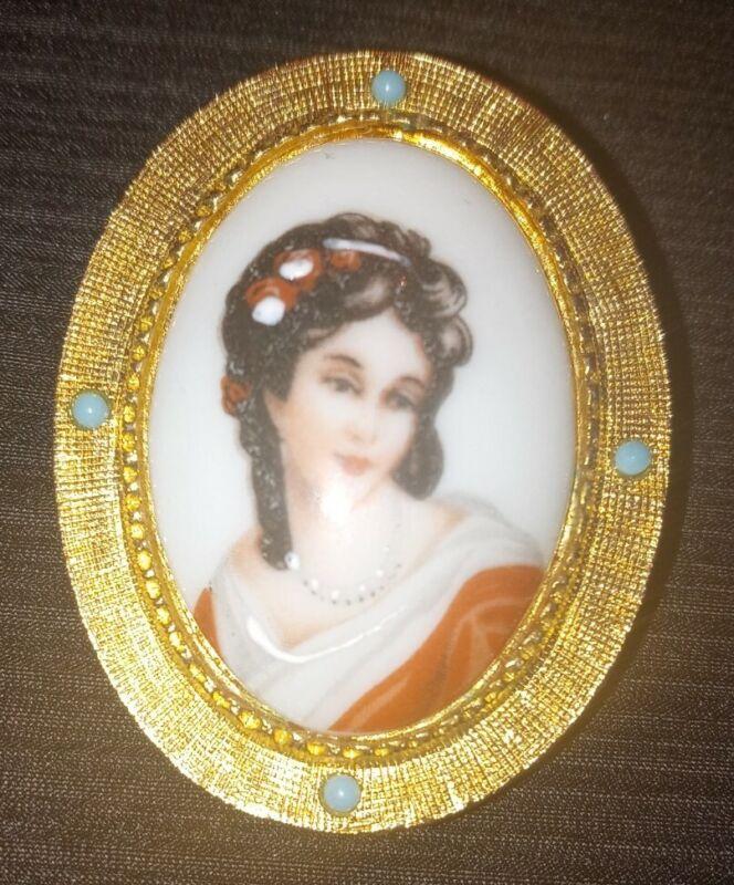 VINTAGE LIMOGES MADE IN FRANCE CAMEO WOMAN GOLDTONE BROOCH