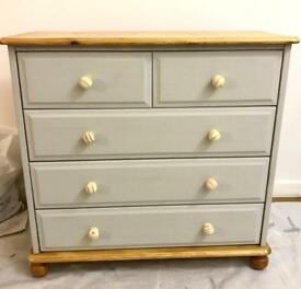 Shabby Chic Annie Sloan Grey Painted 5 Drawer Chest of Drawers.