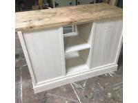 Freestanding open shelf unit with doors