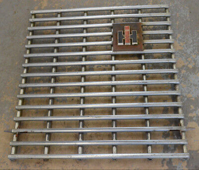 390232r91 International 4156 4166 4186 Grille Assembly