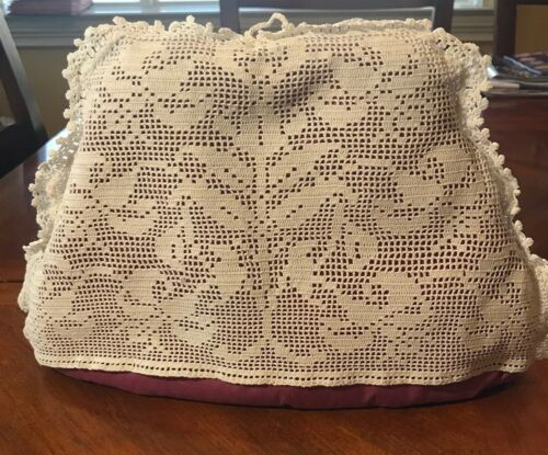 Vintage Filet Crocheted Floral Design Tea Pot Cozy, Rose colored liner