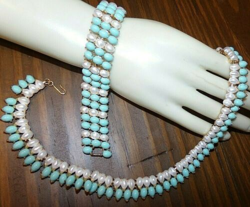 OUTSTANDING SIGNED TRIFARI BRACELET AND NECKLACE SET WITH BEAUTIFUL CABS MINTY