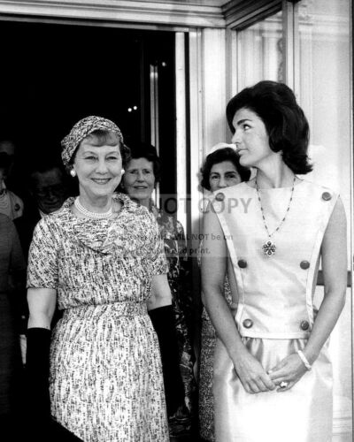 FIRST LADY JACQUELINE KENNEDY WITH MAMIE EISENHOWER - 8X10 PHOTO (AB-176)