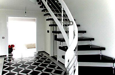Freitragende Bolzentreppe aus Granit Nero Assoluto - schwarz wie Klavierlack