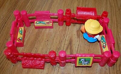 Fisher-Price Little People Petting Zoo Red Fence Pieces 6 plus One Person