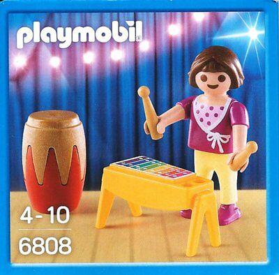 6808 - Fille avec xylophone et tambour