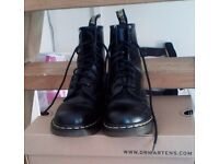 Doc Martens size 4 to 5. Good condition, suit woman or boy