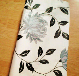 Premium Quality Cream Wallpaper with Black & Silver Floral Patterns+FREE GIFT!