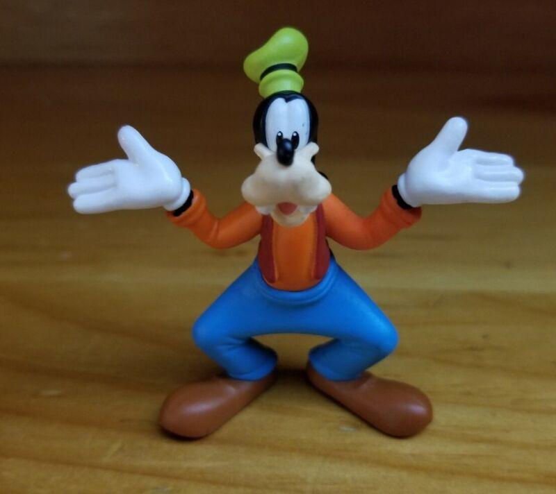 Disney Goofy 2.5 Inch Tall Mini Figure PVC Toy Figurine (Jakks Pacific)