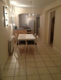 Double Room to Rent in Professional Flatshare