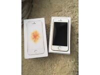 iPhone SE Unlocked 32GB Gold Excellent condition
