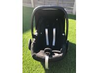 Maxi Cosi Pebble Group 0+ car seat (includes new born insert)