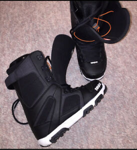 Thirty-Two Men's Snowboard Boots. Size 10.5.