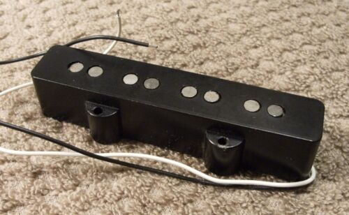 1972 FENDER JAZZ BASS BRIDGE PICKUP WITH ORIGINAL PLASTIC COVER, STRONG 7.89K!
