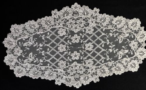 """Very Vintage Snow White Chemical Lace Oval Doily Floral Design 9 1/4"""" x 1""""5 3/4"""""""