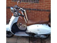 49 cc White Moped Scooter with MOT