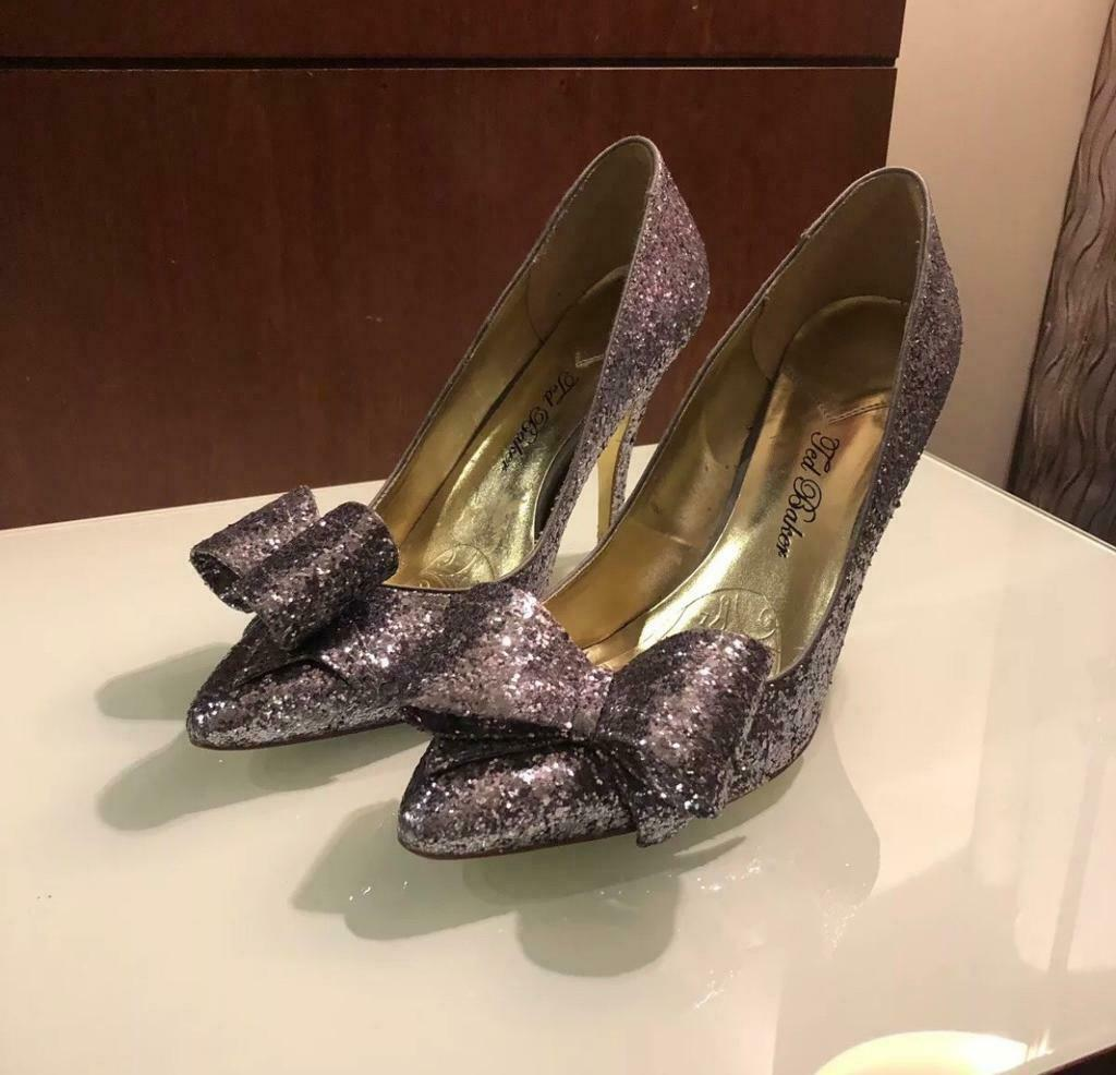 d69bde66d1ff2 Stunning Ted Baker Silver FLEUR Oversized Glitter Bow court shoes size 8  Immaculate
