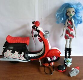 Ghoulia Yelps Monster High doll, moped, helmets, bag and pet owl (with helmet).