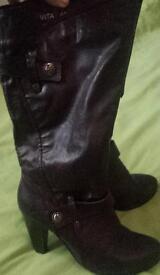 Dark plum ladies size 6 boots