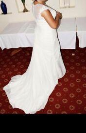 Absolutely beautiful wedding dress