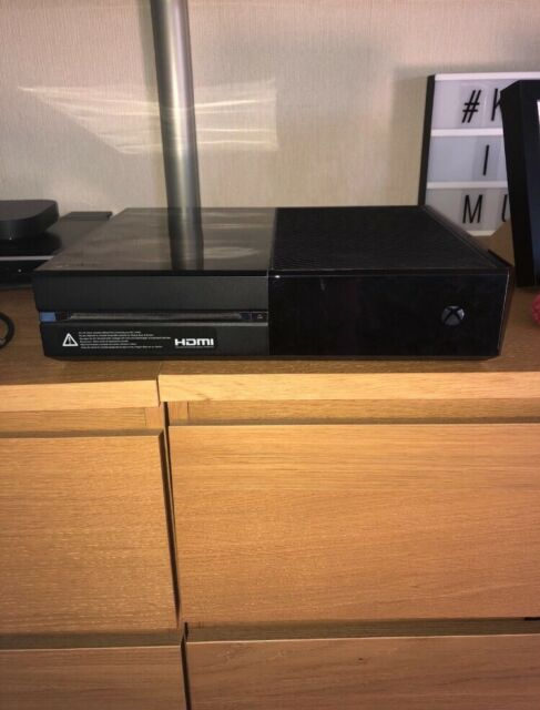 Xbox one 500gb and controller   in Melton Mowbray, Leicestershire   Gumtree