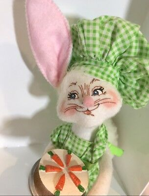 New Annalee Mobilitee Doll 6  Chef Bunny Rabbit W  Resin Carrot Cake Easter