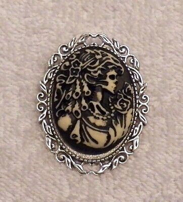 NEW HALLOWEEN CAMEO BROOCH SKELETON WOMAN ROSE SCARY PUMPKIN GHOST GOBLIN WIT C1