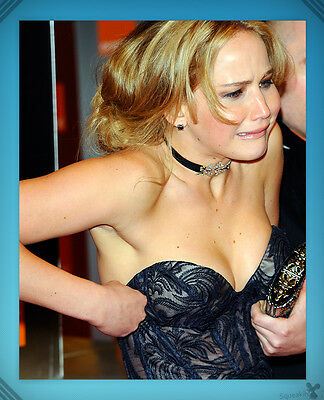 Jennifer Lawrence    Candid  Cleavage  Dorky    Collectible Photo  8X10  1
