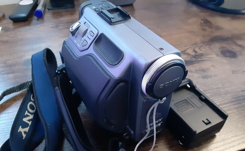 Sony MiniDisc Video Camera DCM-M1 - READ DESCRIPTION
