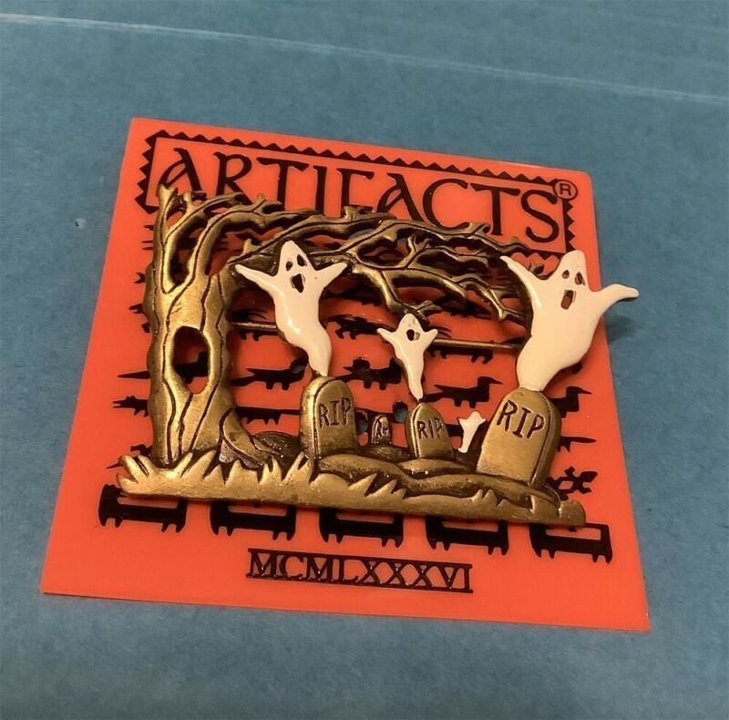 HALLOWEEN GHOSTS HAUNTING GRAVES AT CEMETERY BROOCH PIN