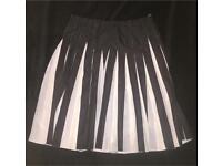 Ladies Emporio Armani skirt. Size 12-14. Worn once £75
