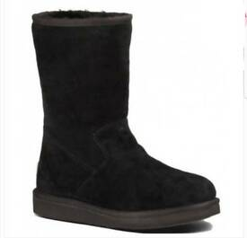 UGG Womens Pierce Boots