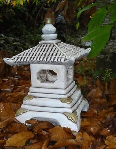 Lanterne japonaise en pierre reconstitu e maison pour for Lanterne jardin zen