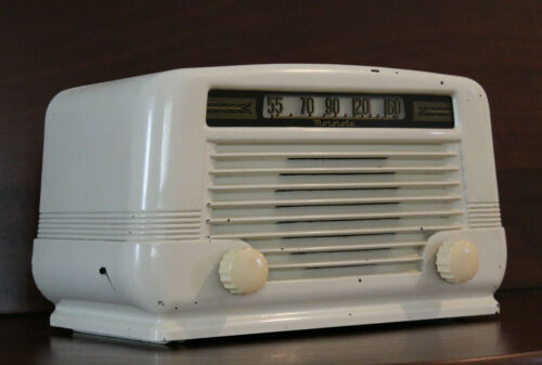 Motorola Model 55X12A Bakelite AM 5 Tube Radio Deco (1946) Ivory