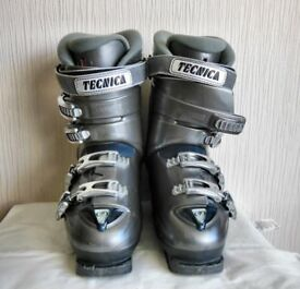 Tecnica ladies ski boots , boot bag and goggles