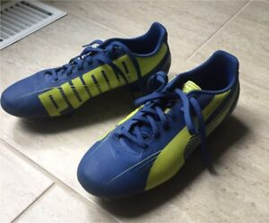 Soccer cleats / shoes size 6 women's