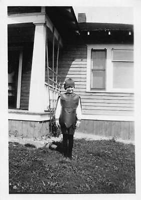 YOUNG 1920s FLAPPER GIRL HALLOWEEN COSTUME KNIGHT ? CLOCHE HAT Vtg Photo S52