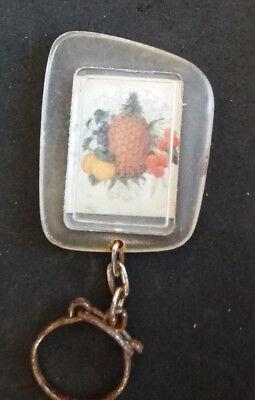 Porte-clé publicitaire Fruits ananas ... Le Pt-Saint Jean Pâte de brie Vintage