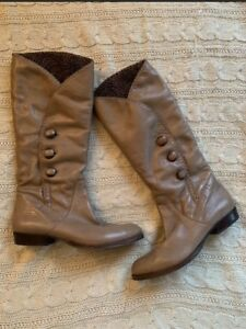 B Makowsky Leather Boots - Size 6