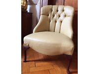 Beauty button back chair